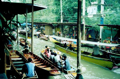 Damnoen Saduak floating neighborhood by Jay Galvin