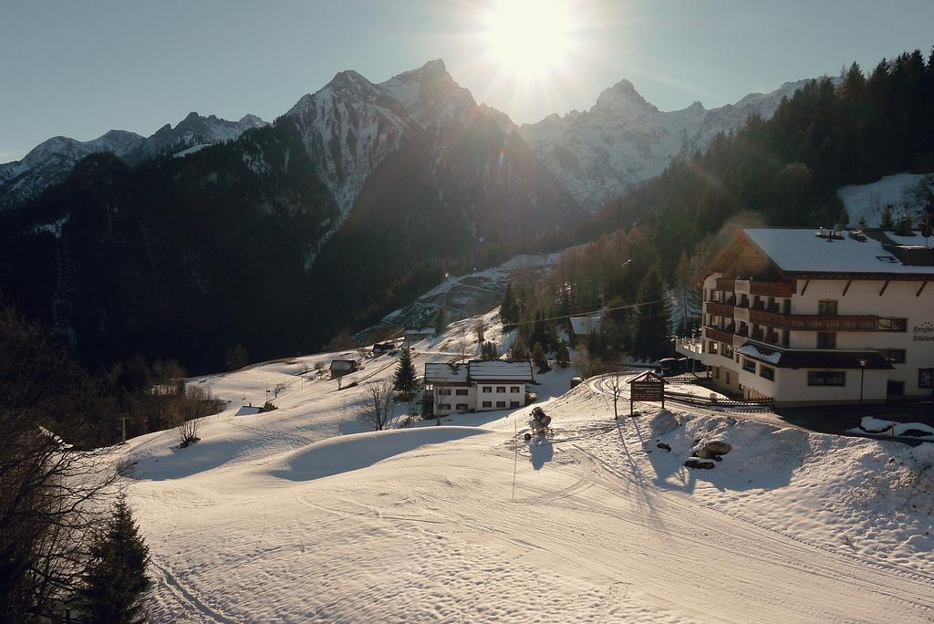 Ski Slope by 1banaan