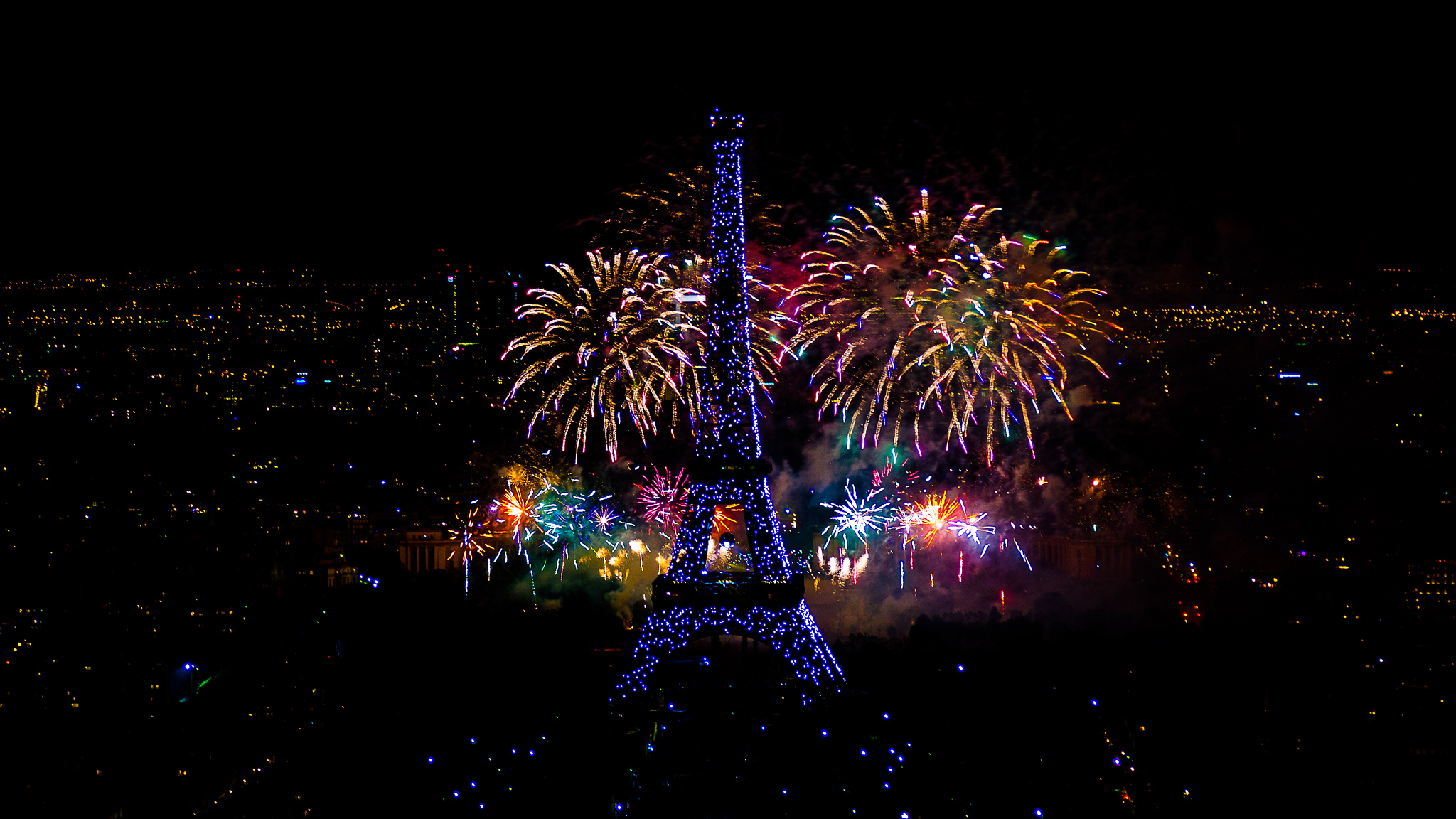 Yann Caradec - Fireworks on Eiffel Tower