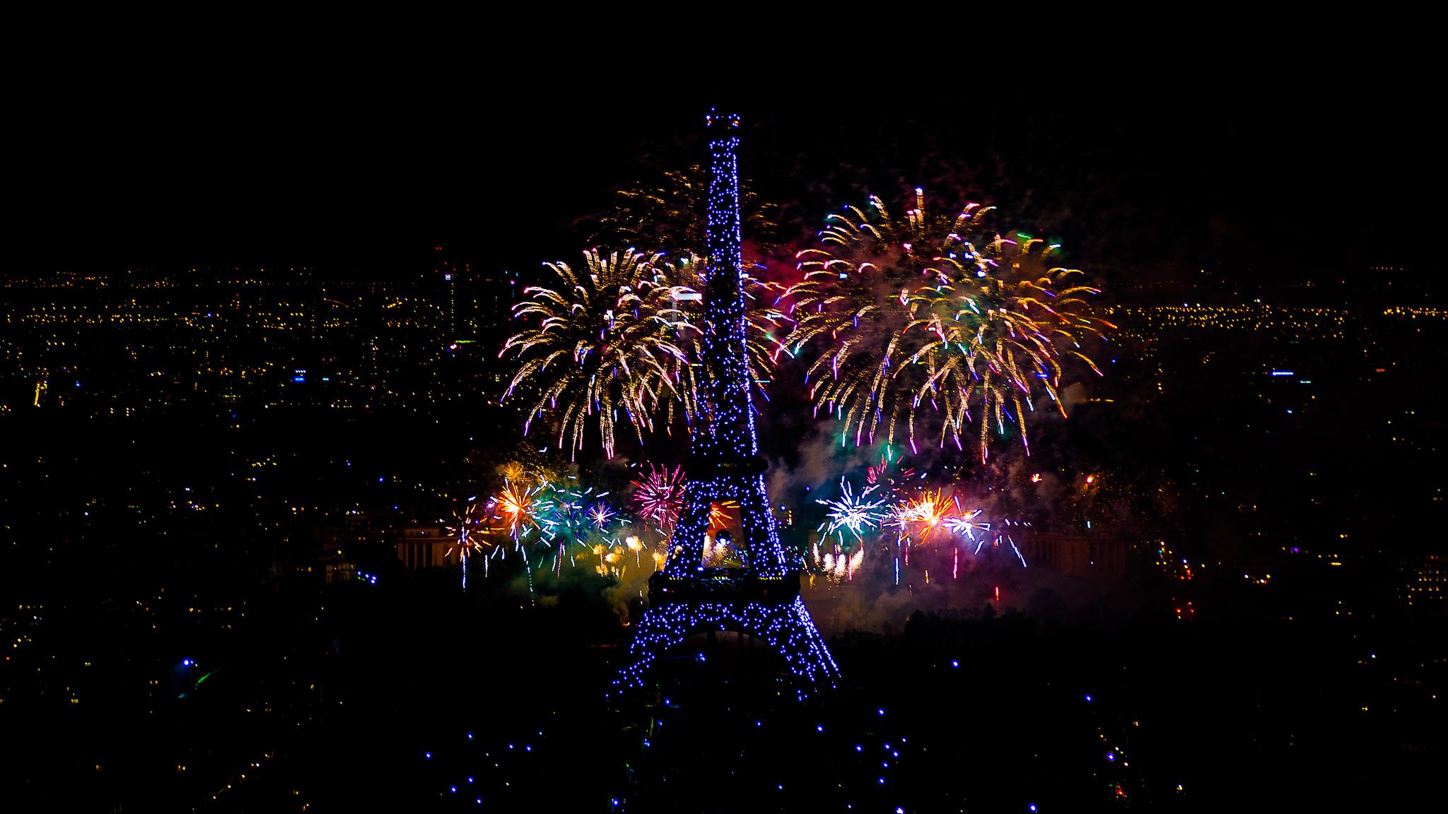 Yann Caradec - Fireworks on Eiffel Tower