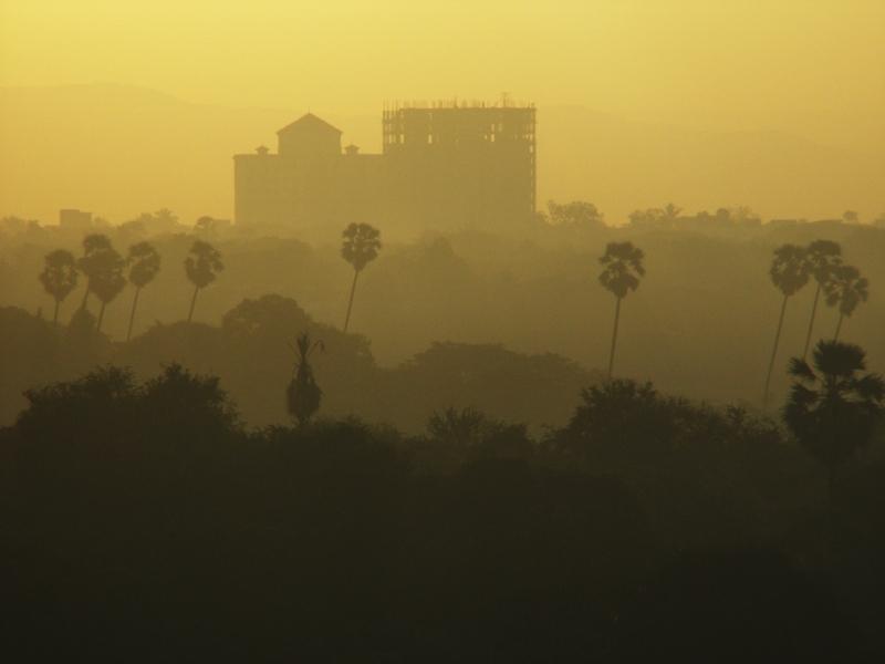 Sunrise over Mumbai by Alex Dixon CC BY-SA 2.0