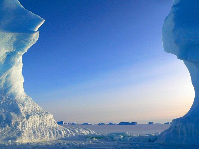 Icebergs by MemoryCatcher CC0