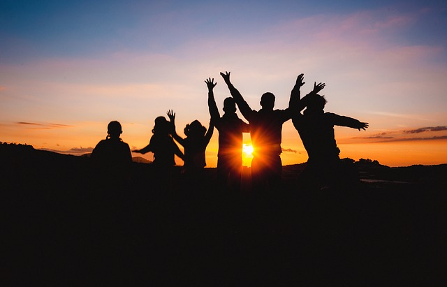 How to stay friends while travelling Image